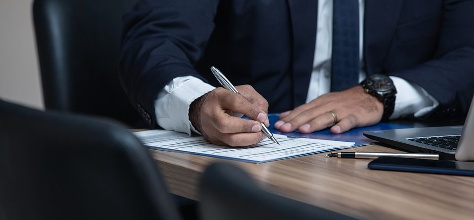 Top Advantages of Hiring a Business Lawyer